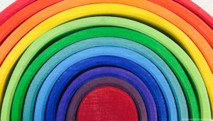 Arco Iris de madera usado en la pedagogía Waldorf