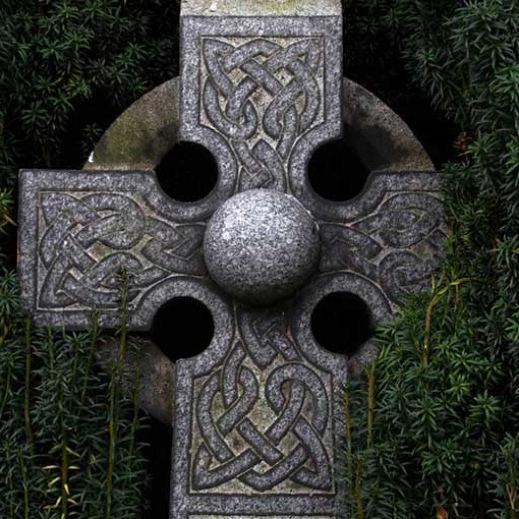 El Elemento Tierra representado por la Cruz Celta