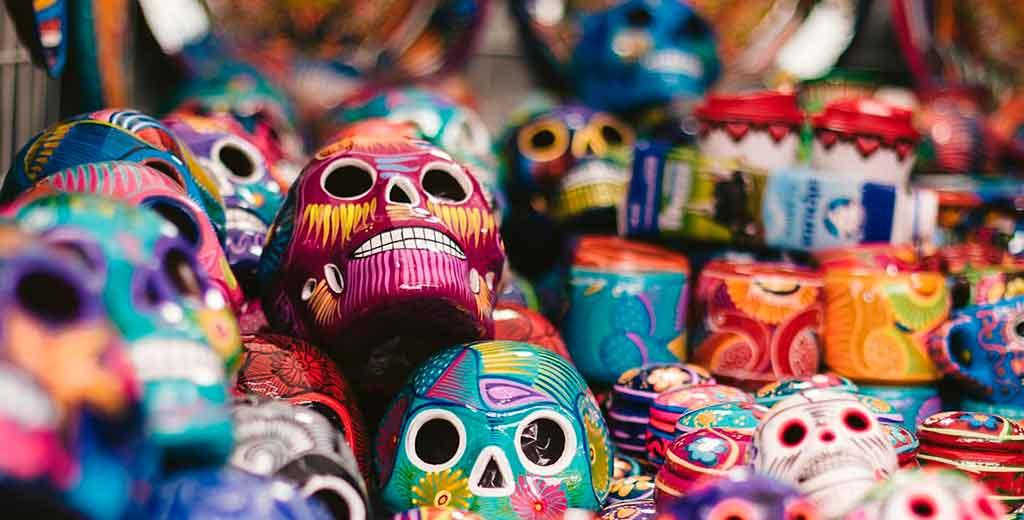 Calaveras de cartonería. Arte tradicional de México para el día de muertos